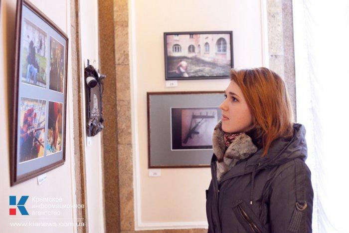 В Севастополе открылась выставка народного фотоклуба