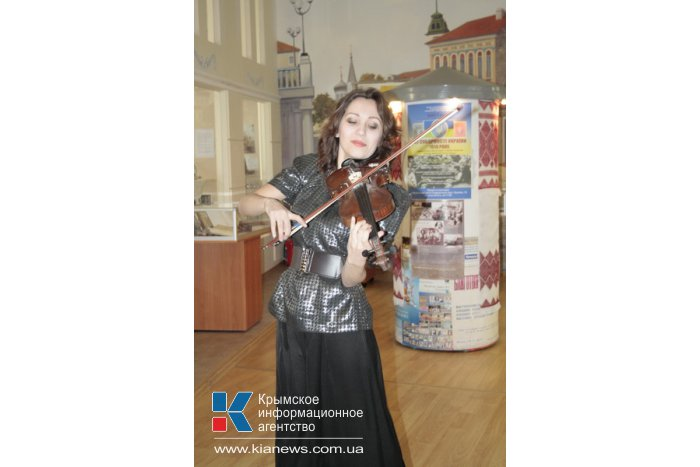 В Симферополе открылась выставка ко Дню Соборности Украины