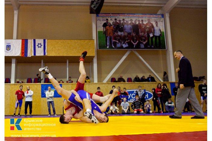 В Севастополе проходит турнир по вольной борьбе