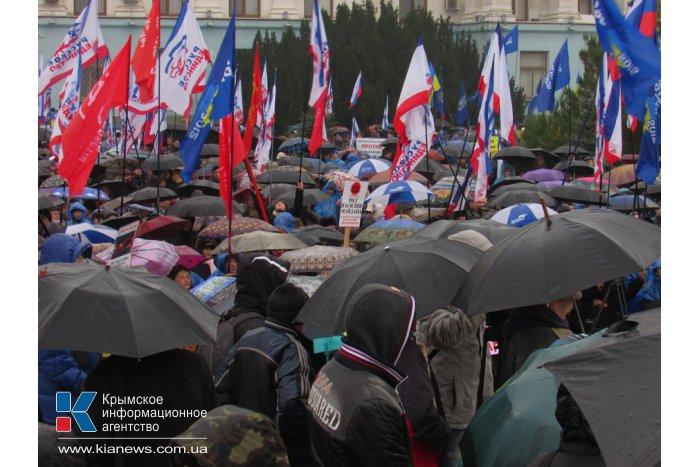 В Крыму осудили запрет Партии регионов и Компартии на западе страны