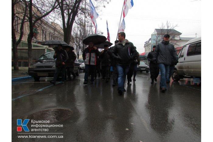 Возле Верховной Рады АРК прошел митинг в поддержку власти
