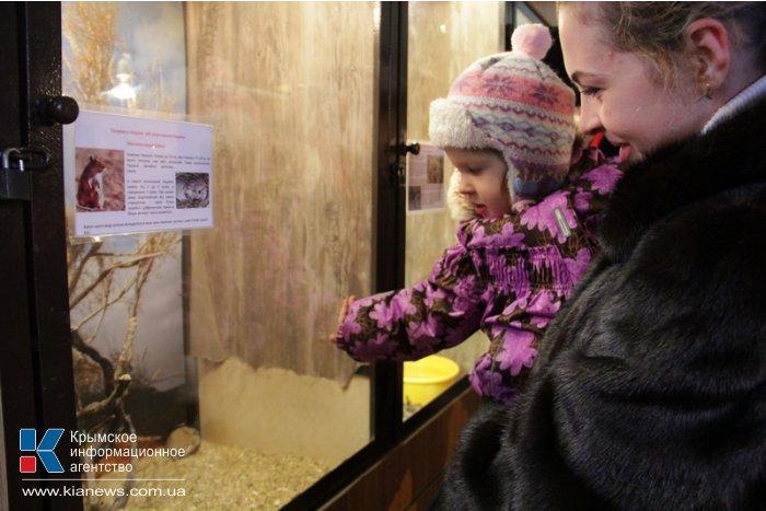 Киевский цирк привез в Симферополь динозавров и льва Папы Римского