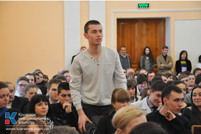 Крымские депутаты встретились со студентами-медиками в Симферополе