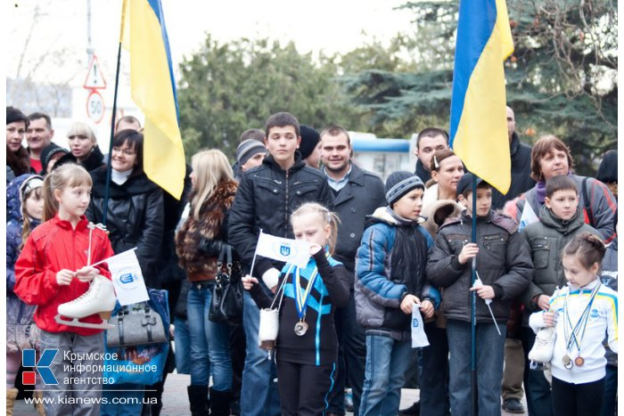 В Севастополе подняли Олимпийский флаг