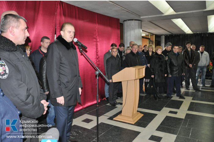 В Симферополе простились с погибшими в Киеве правоохранителями