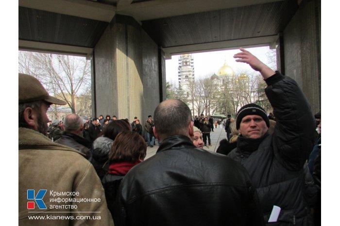 В Симферополе крымчане потребовали от власти сформировать свою позицию