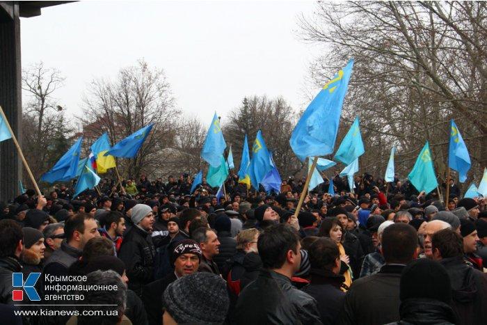 В Симферополе начался массовый митинг