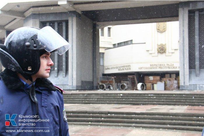 Под стенами парламента Крыма собрались пророссийские активисты