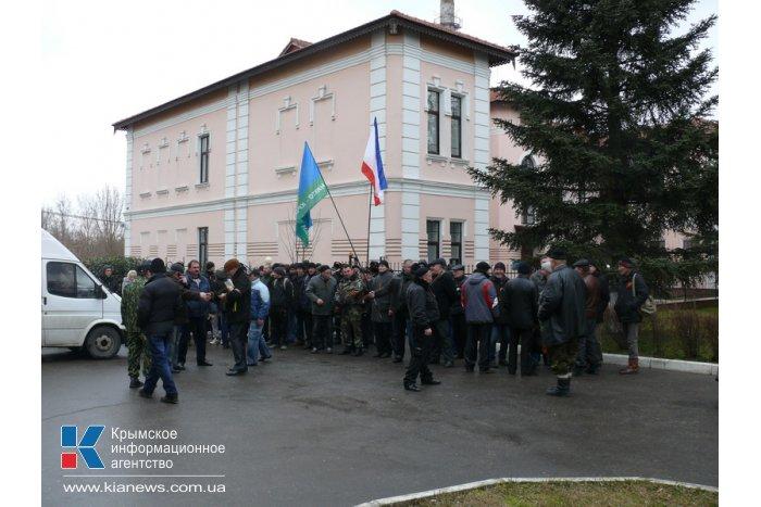 В Симферополе пикетчики заблокировали Представительство президента
