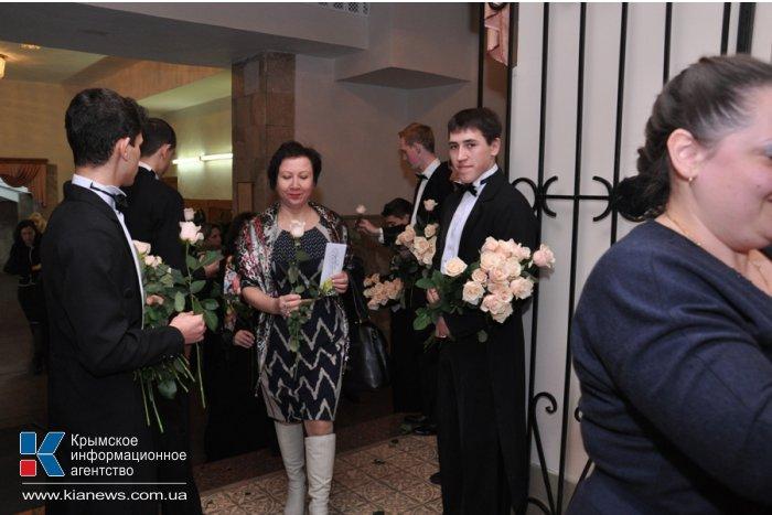 В Симферополе крымчанок поздравили с Международным женским днем