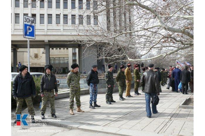 Казачество взяло в оцепление парламент Крыма