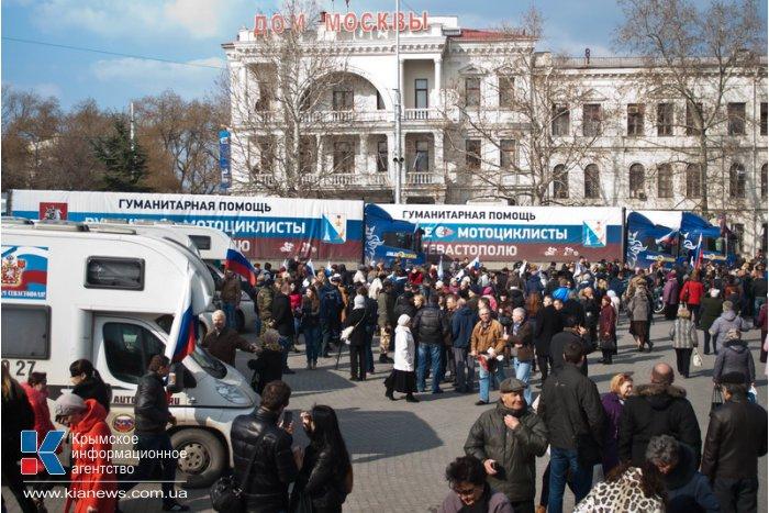 В Севастополе встретили автопоезд с гуманитарной помощью