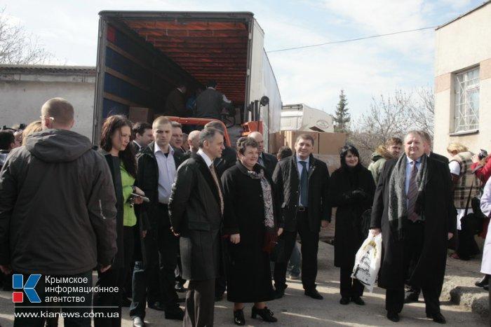 Детская больница в Симферополе получила гуманитарную помощь от Владимирской области