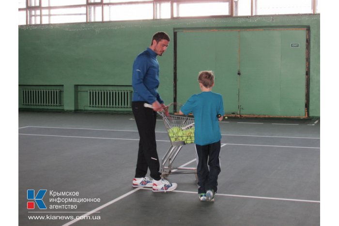 В Симферополе российский спортсмен встретился с воспитанниками теннисной школы