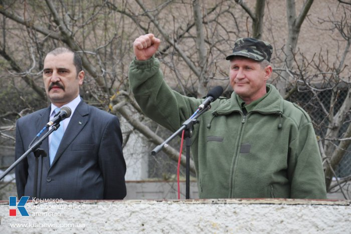 Над военкоматом Крыма подняли флаг России