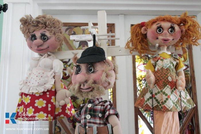В Симферополе открылась выставка театральных кукол