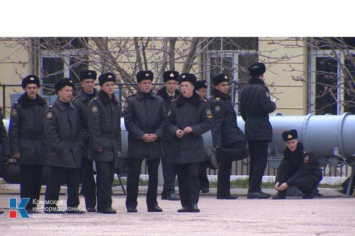 Над Нахимовским училищем в Севастополе подняли российский флаг