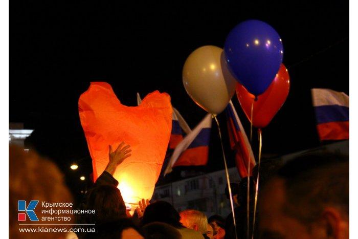 В Симферополе залпами салюта отметили присоединение Крыма к России
