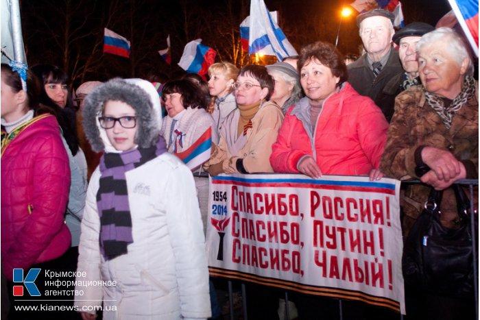 В Севастополе устроили салют и праздничный концерт