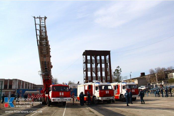 Министр МЧС России вручил крымским спасателям ключи от новой техники