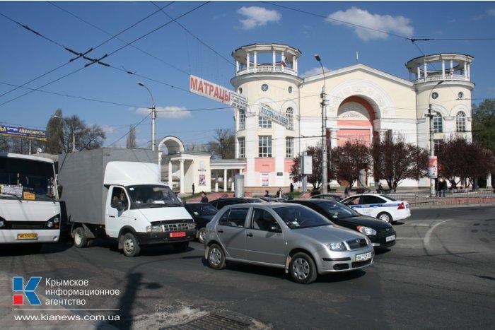 На дорогах Крыма водителям разъясняют новые правила движения