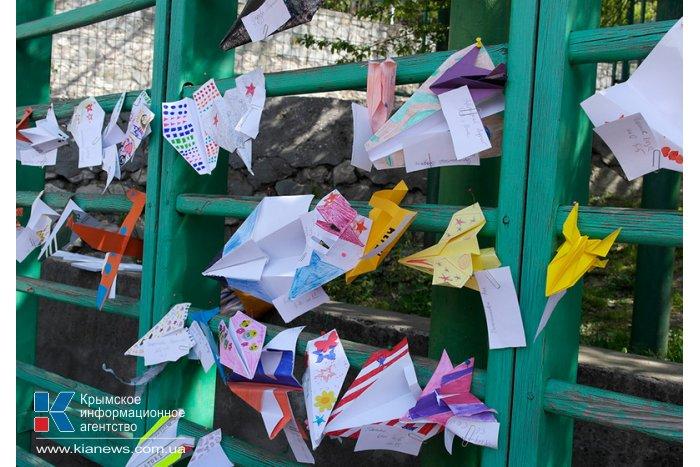 В Ялте прошел фестиваль бумажных самолетиков