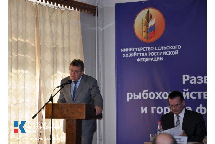 Министр сельского хозяйства РФ пообщался с представителями агросектора Крыма
