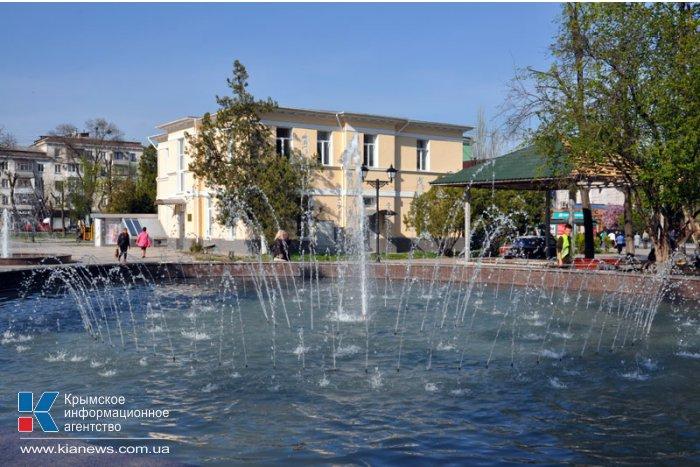 В сквере им. Тренева в Симферополе заработали фонтаны и зацвели клумбы