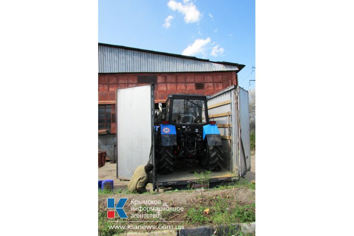 В Крым пришла первая партия российских тракторов