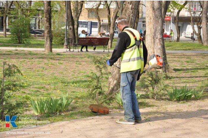 В Симферополе начался покос травостоя