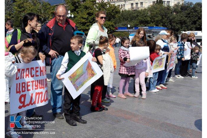 В Ялте провели акцию «Живая цепь»