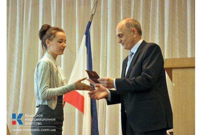 В Крыму первые выпускники школ получили российские паспорта