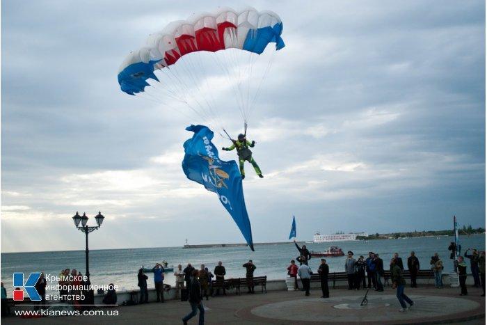 В Севастополе состоялся парашютный фестиваль