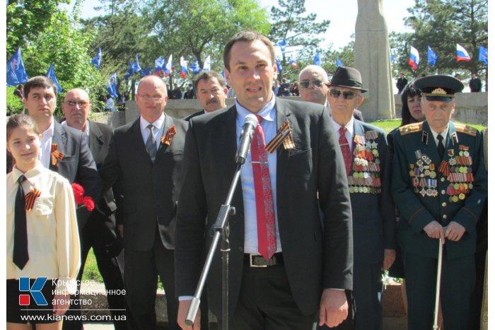 В Симферополе прошел митинг, посвященный 69-й годовщине Победы