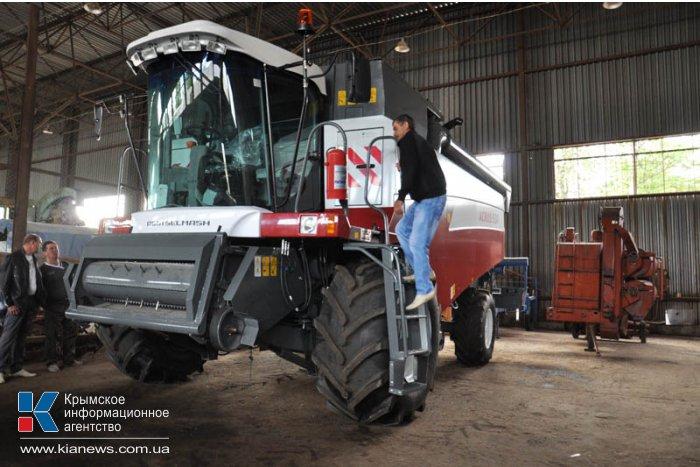 В Крыму комбайнеров обучают работе на новой сельскохозяйственной технике