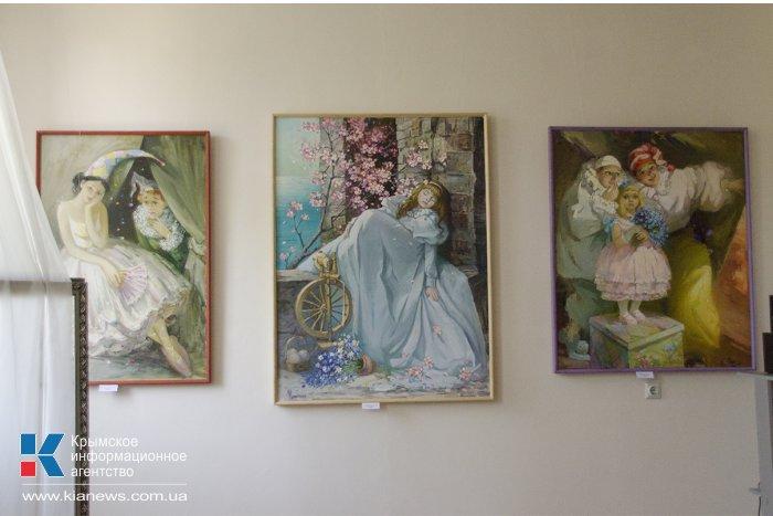 В Севастополе открылась выставка картин с театральным сюжетом