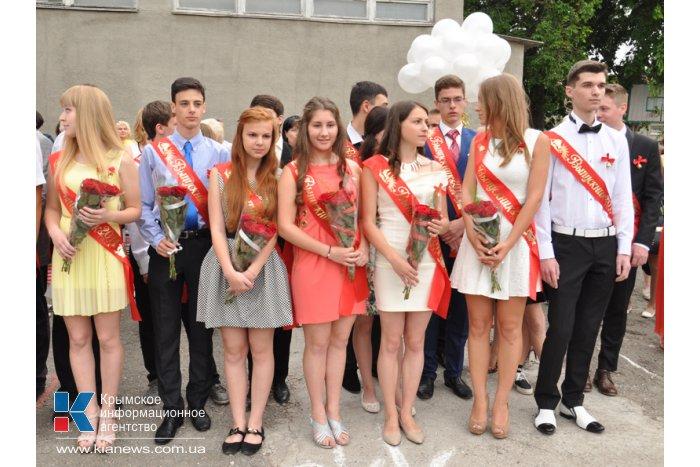В симферопольской гимназии провели торжественную линейку