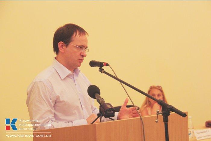 Министр культуры РФ подарил библиотекам Судака свои книги