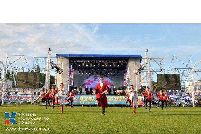 В Симферополе День России отметили авиашоу и концертом