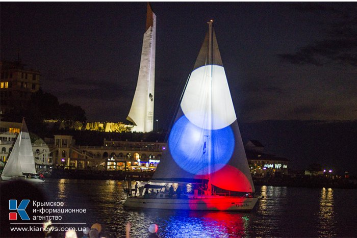 В Севастополе состоялось световое шоу-дефиле крейсерских яхт