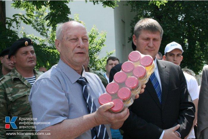 В больницы Крыма передали 1,2 тыс. банок диабетического меда