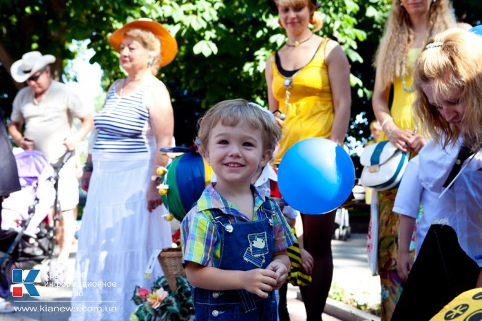 В Севастополе прошел парад колясок