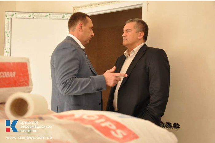 Аксенов осмотрел в Судаке больницу и реконструкцию набережной