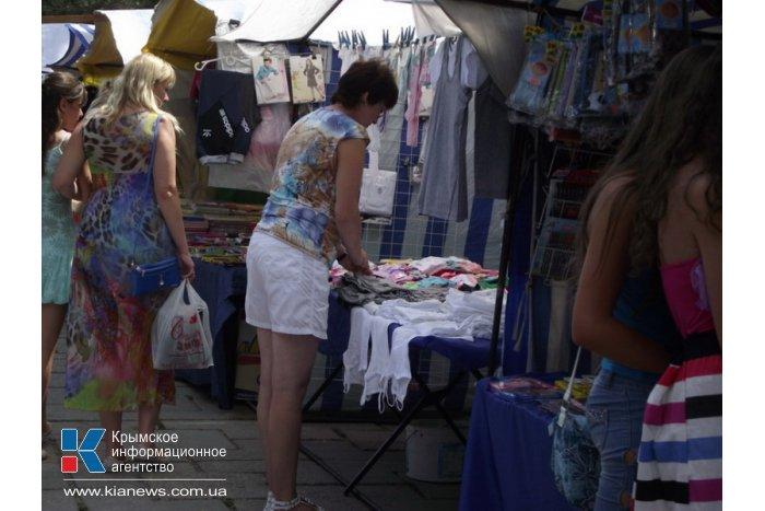 В Симферополе начал работу школьный базар