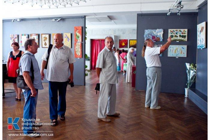 В Севастополе открылась выставка картин из ниток