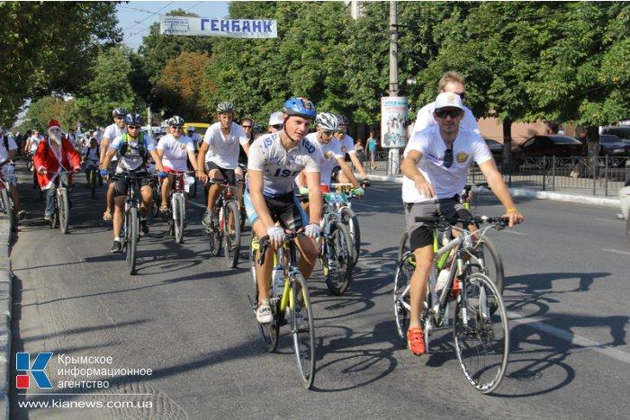 В Симферополе провели массовый велопробег и велогонку