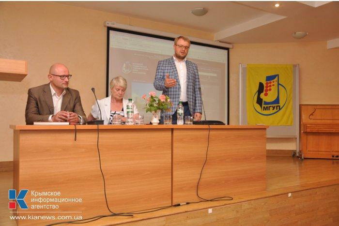 Крымские библиотеки получили книги в подарок