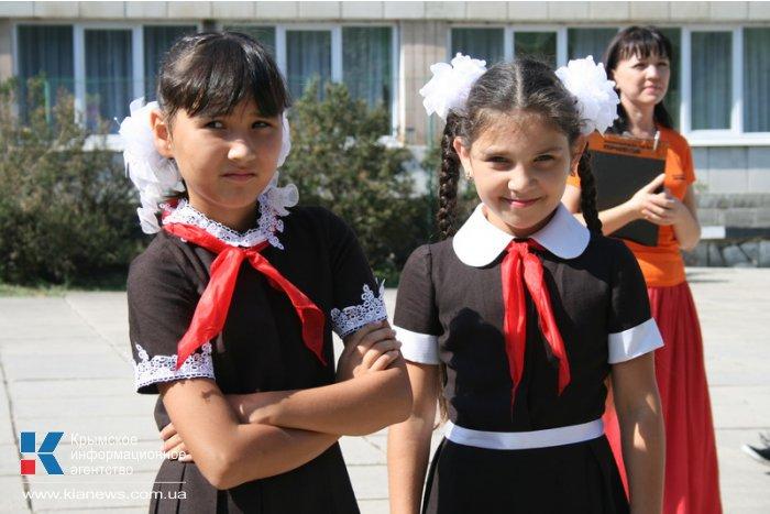 В Симферополе провели дефиле школьной формы крымских фабрик