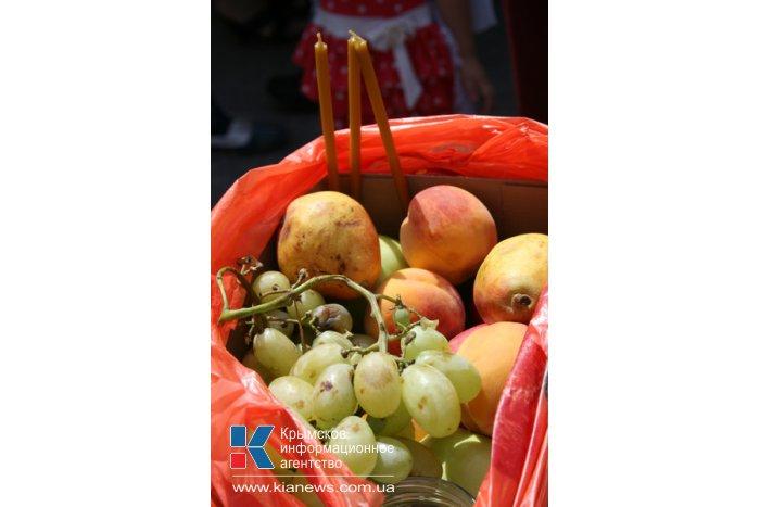 Жители Симферополя отмечают Яблочный спас