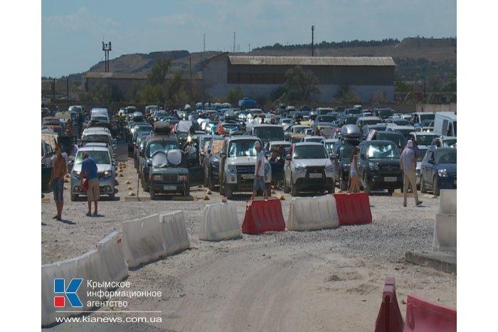 За сутки через Керченский пролив перевезено более 4 тыс. автомобилей